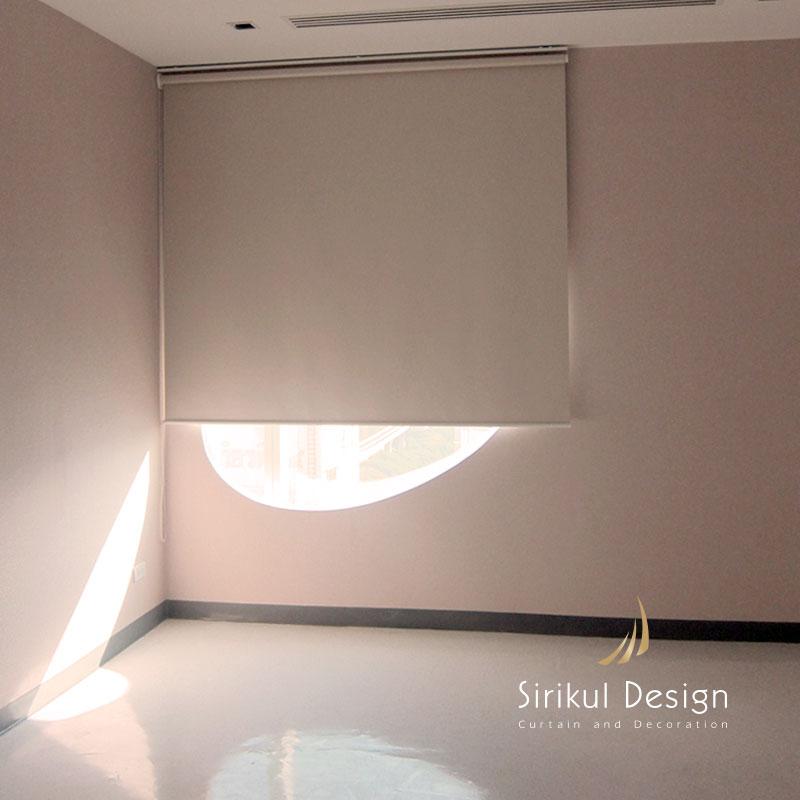 ม่านม้วนผ้าBLCKOUTสีครีม ผ้ากันแสงได้100%